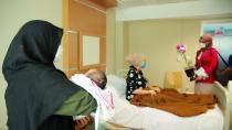 Tedavi gören annelere sürpriz ziyaret